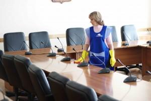 Sprzątaczka na etat czy usługi firmy zewnętrznej?