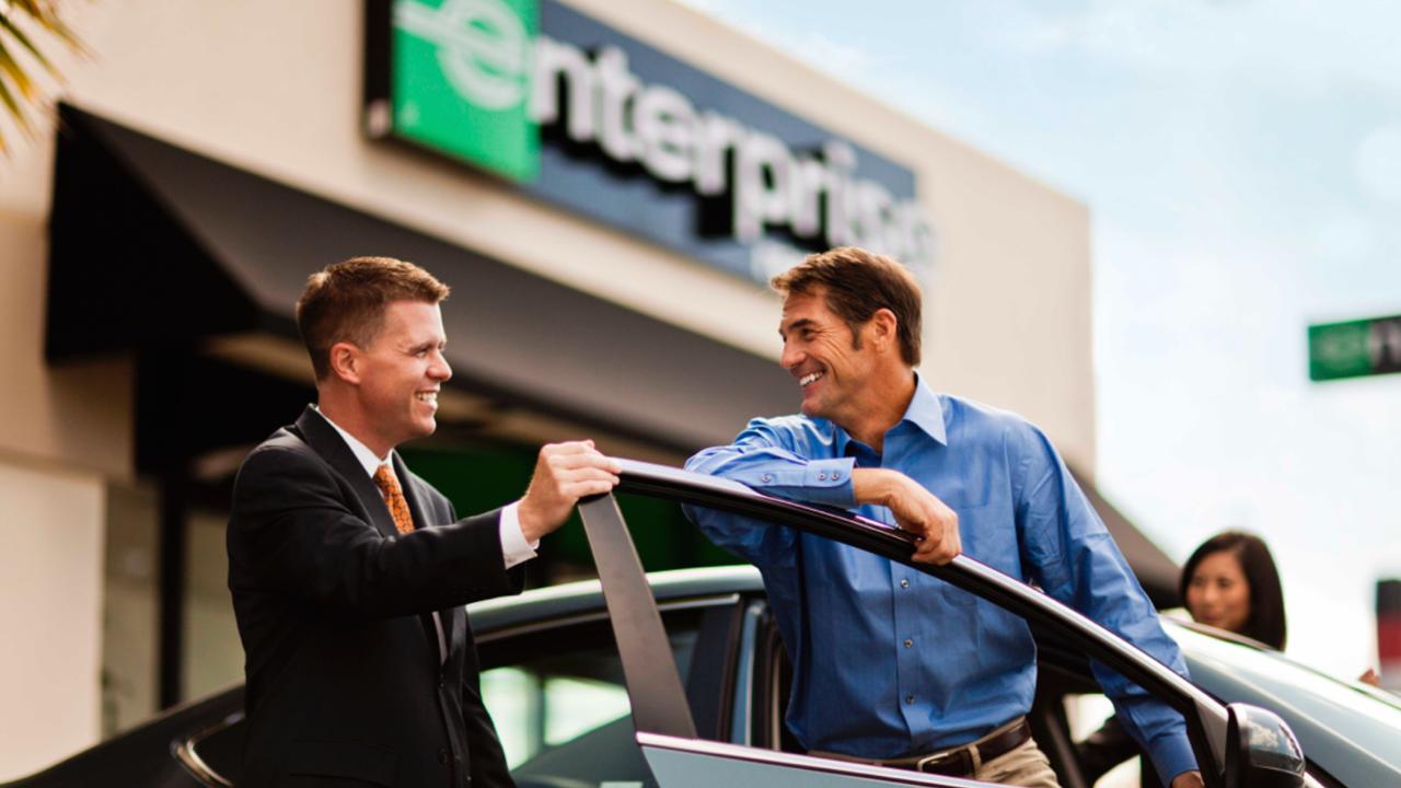 Jak zdobyć klienta w wypożyczalni samochodów? O konkurencji w tej branży opowiada finansista Rafał Brudnicki.