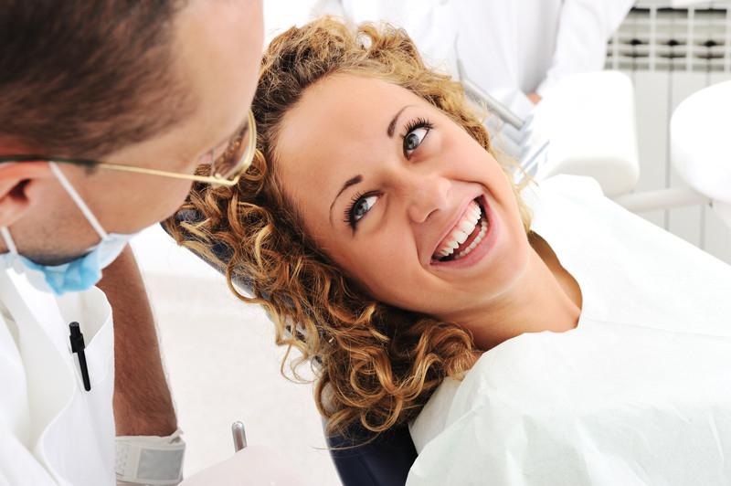 Kompetentny lekarz dentysta – co to właściwie oznacza?