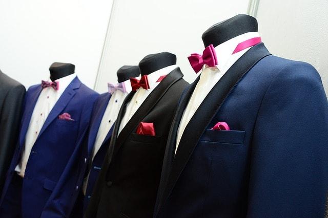 Wybór garnitórów na ślub nigdy nie był tak szeroki jak w obecnych czasach