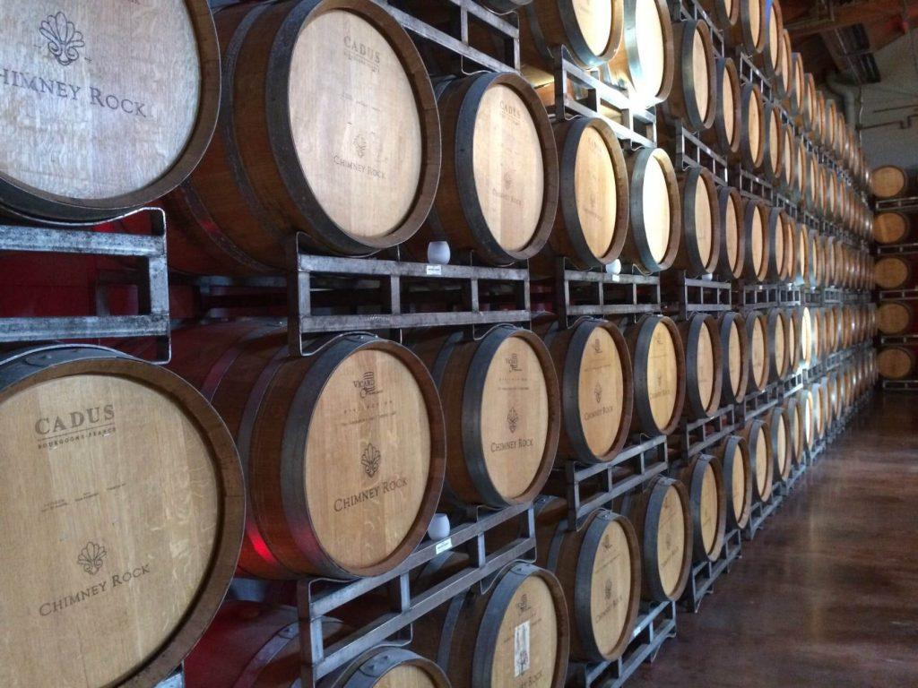 leżakujące beczki w winnicach