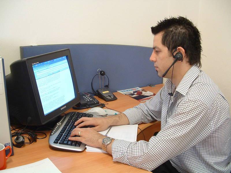 słuchawki to znak rozpoznawczy telemarketera