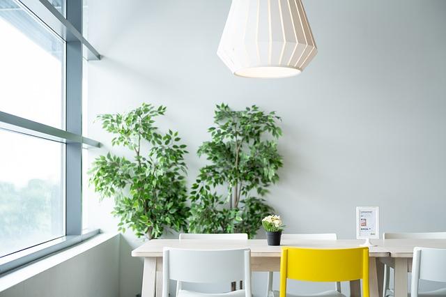 lampa w nowoczesnym pomieszczeniu