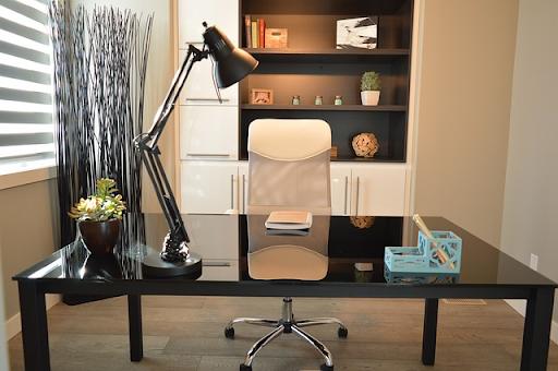 nowoczesna lampa biurkowa