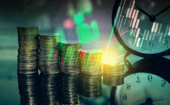 Monety i zegar jako symbol historii powstania rynku walutowego